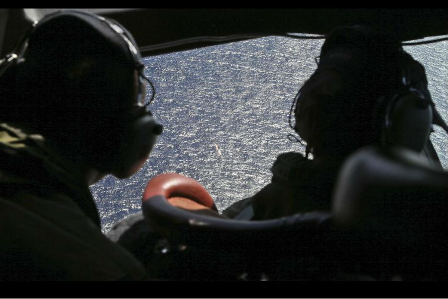 na-vodi_MH370