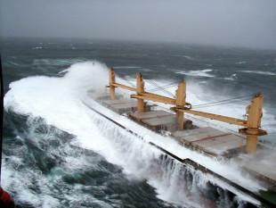 na-vodi_bulk-carrier