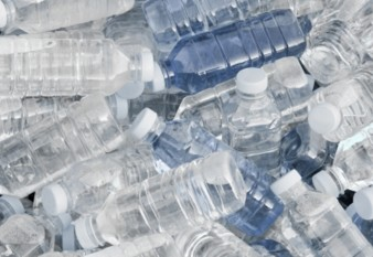 na-vodi_plasticne-flase