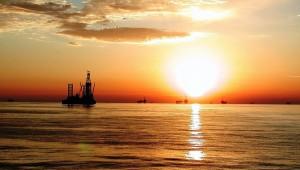 na-vodi_naftna-platforma