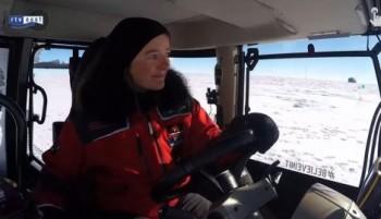na-vodi_antarktik-traktor