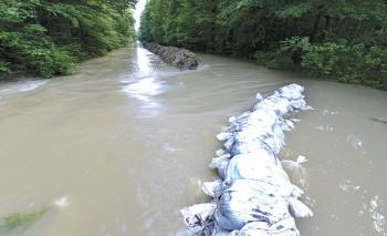 na-vodi_poplava-nasip