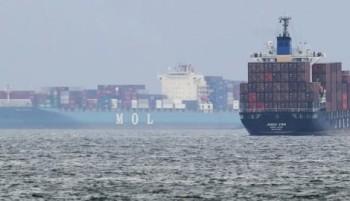 na-vodi_kontejnerski-brod