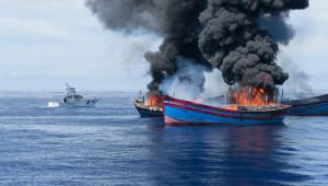 na-vodi_palau-ribarski-brod-u-plamenu