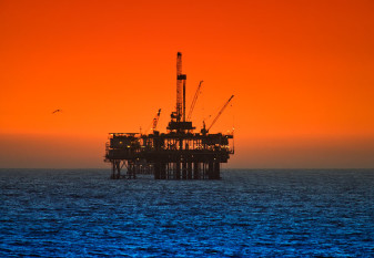 na-vodi_nafta-platforma