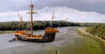 na-vodi_brod-Holigost