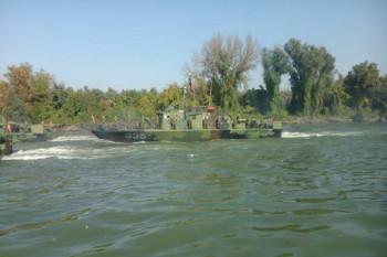 na-vodi_vojni-brod