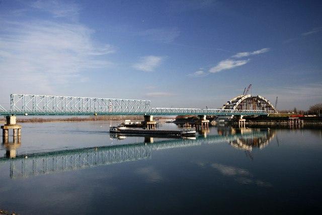 na-vodi_most-zezelj