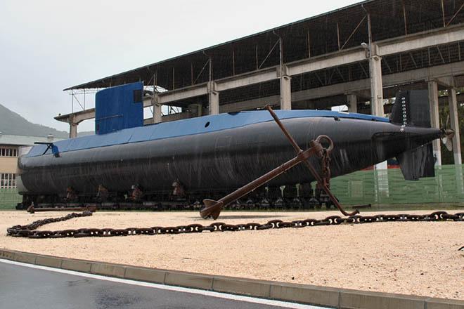 NA_VODI_podmornica_beograd02