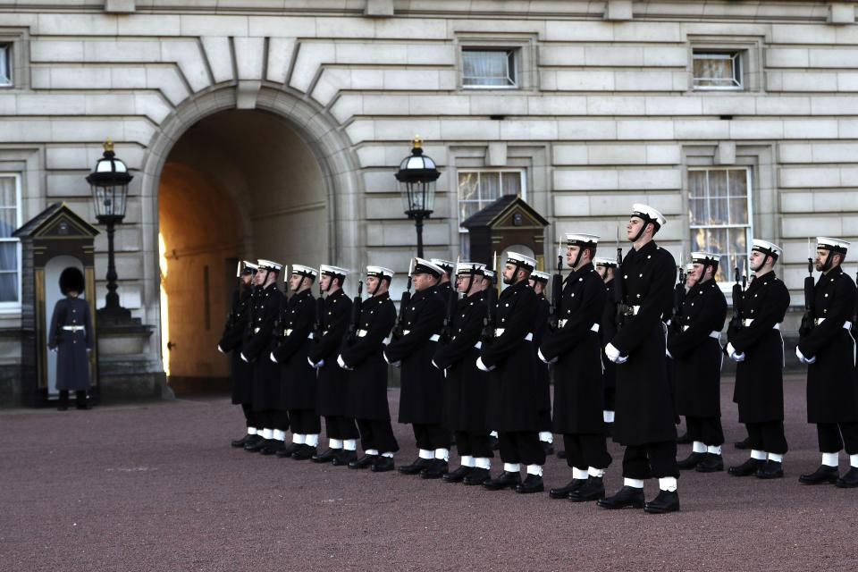 NA_VODI_mornarica_engleska01