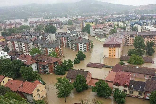 NA_VODI_poplava_bosna01
